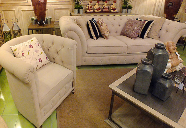 Armchair and 2 seat sofa chesterfield velvet