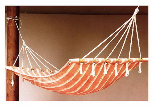 sturdy Hammock in canvas with wooden frame