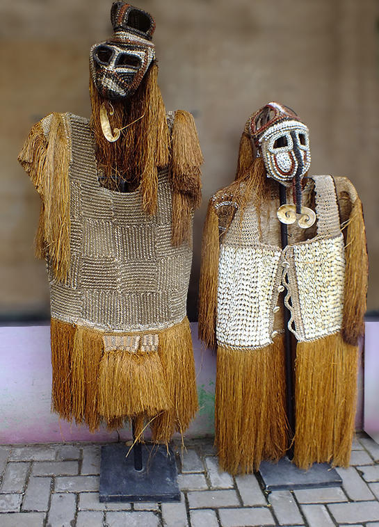 Indonesian primitiv art and decor Asmat Jipae fiber and vegetables constumes sago Papue new guinea