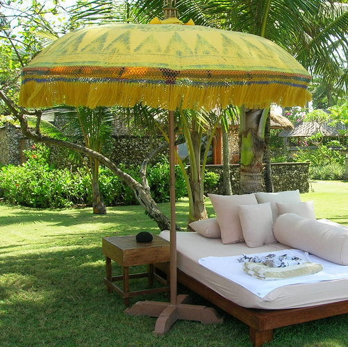 garden lounge set with parasol