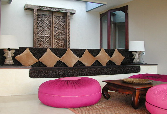 extra spacious couch with foot stools