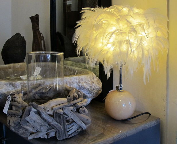 Onyx bedside lamp with chicken feathers