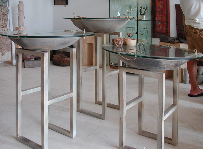 display on stand with glass for bijoux by bayu trading