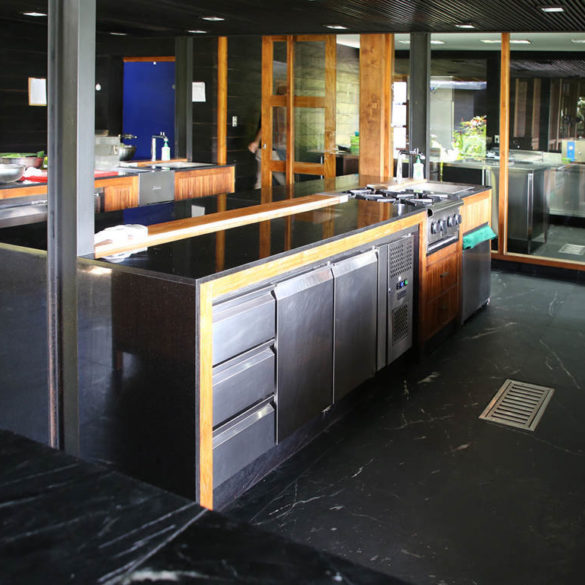 Full furnished kitchen island for Restaurant