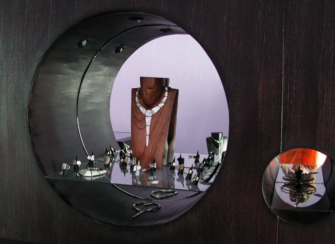 Boutique KMO wall jewelry circular hole cavity with jewelry display