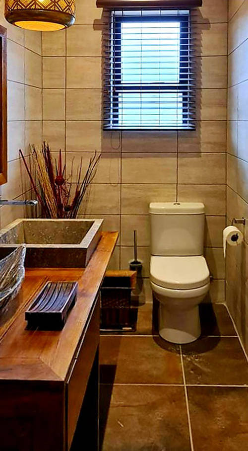 Hotel Zafara Lodge toilet by bayutrading