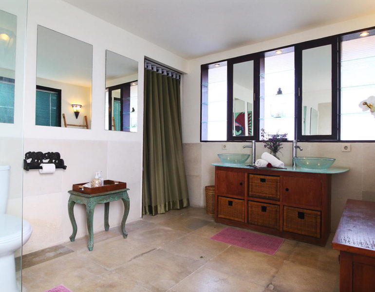 Bathroom ecoration villa damour with cupboard furniture