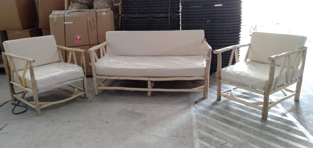 White washed hardwood furniture set