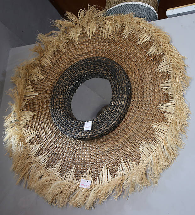 woven rattan cirkel with mirror inside