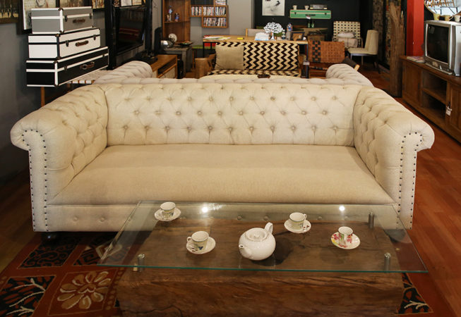 luxury 3 seat leather chesterfield sofa and massive teak wood lesung coffee table with glass on top