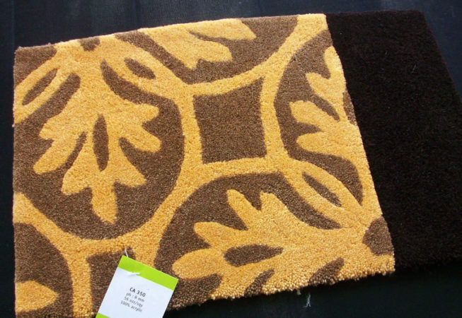 Synthectic mats with a floral pattern