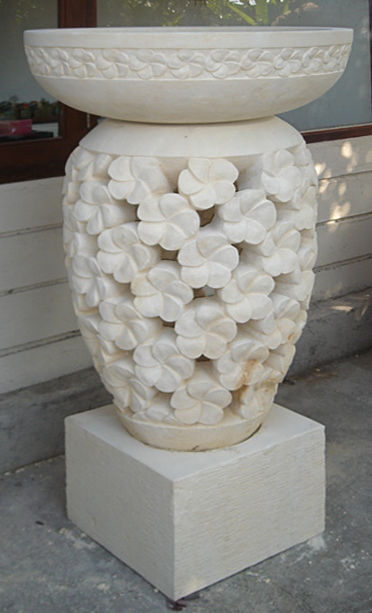 sand stone garden column lamp with floral motive