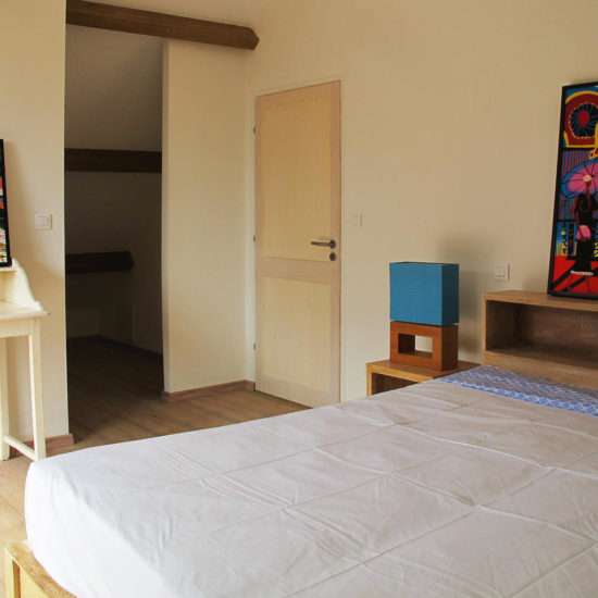 Bedroom decoration with paintings from Bali