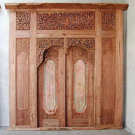 Old Javanese teakwood double leafgate with large frame with floral carvings in natural teak color bayu trading international
